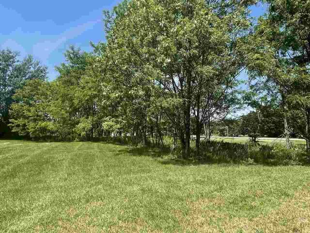493 Golf Hill Ct, Green Lake, WI 54941 (#1910931) :: HomeTeam4u