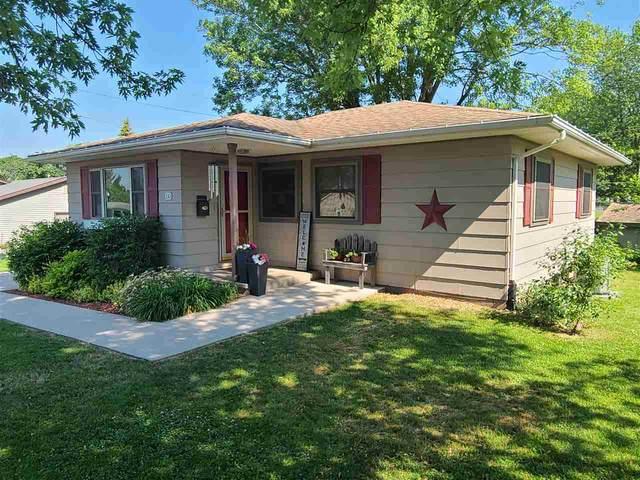 330 W Monroe, Platteville, WI 53818 (#1911597) :: HomeTeam4u