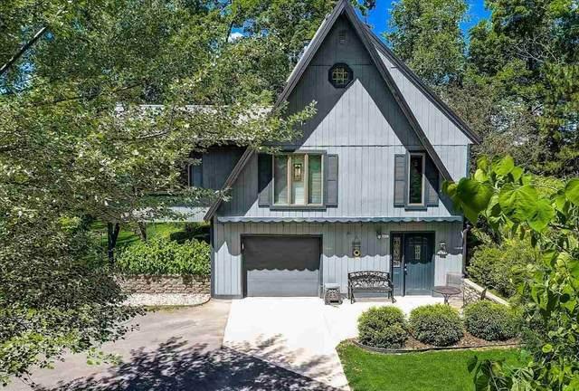 6437 Woodland Tr, Roxbury, WI 53529 (#1911725) :: Nicole Charles & Associates, Inc.