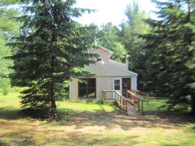320 Eagle Dr, New Chester, WI 53936 (#1911750) :: Nicole Charles & Associates, Inc.