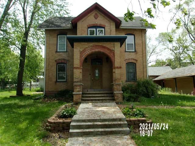 213 N Oak St, Endeavor, WI 53930 (#1911833) :: HomeTeam4u