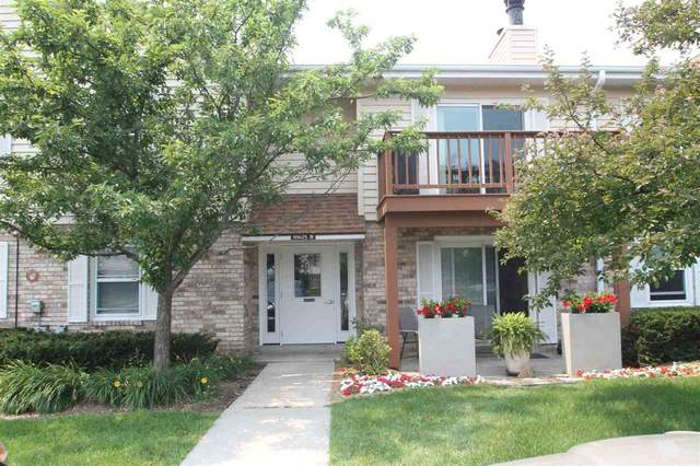 10625 N Ivy Ct, Mequon, WI 53092 (#1914598) :: RE/MAX Shine