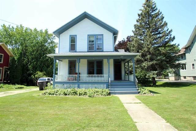 222 E Washington St, Lake Mills, WI 53551 (#1914696) :: Nicole Charles & Associates, Inc.