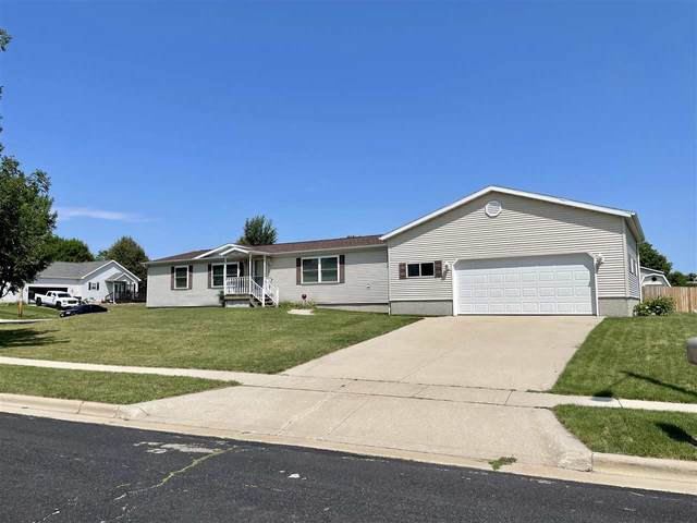 400 Overlook Terr, Marshall, WI 53559 (#1915517) :: RE/MAX Shine