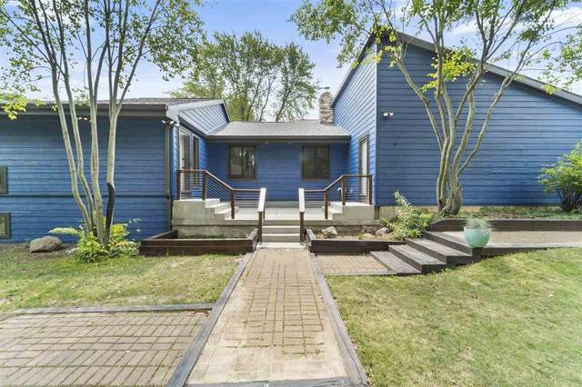 6805 Harvest Hill Rd, Madison, WI 53717 (#1916869) :: RE/MAX Shine