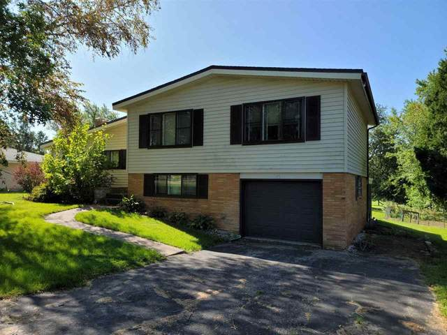 965 Golfview Dr, Platteville, WI 53818 (#1917240) :: RE/MAX Shine