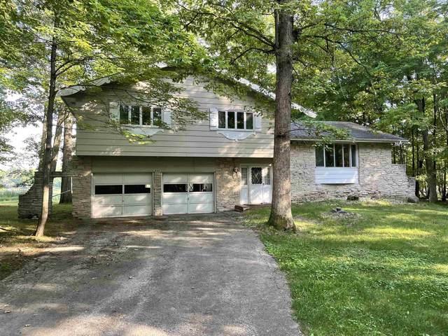 W799 Oak Shore Dr, Fountain Prairie, WI 53932 (#1917837) :: RE/MAX Shine
