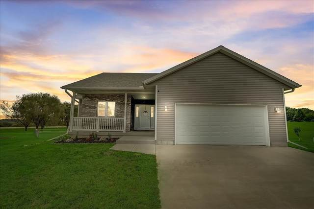 N6743 Clover Ln, Pacific, WI 53954 (#1918279) :: RE/MAX Shine