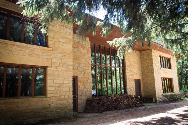 30 Jackson St, Mineral Point, WI 53565 (#1918592) :: RE/MAX Shine