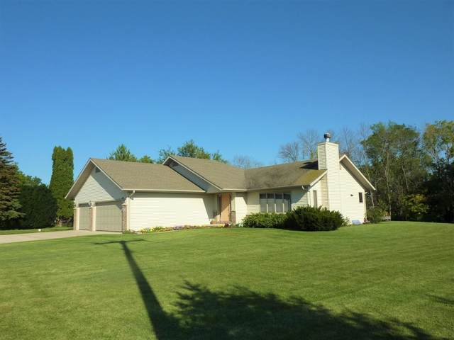 318 Weed St, Fox Lake, WI 53933 (#1920179) :: RE/MAX Shine