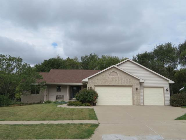 3525 Coventry Dr, Janesville, WI 53546 (#1920497) :: RE/MAX Shine