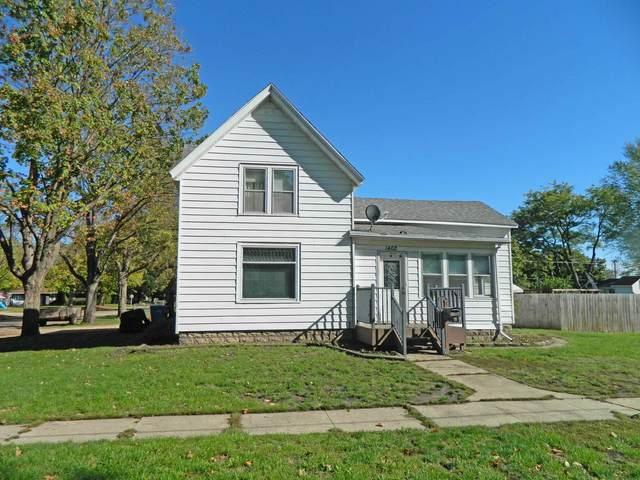 1402 E 3rd Ave, Brodhead, WI 53520 (#1921950) :: RE/MAX Shine