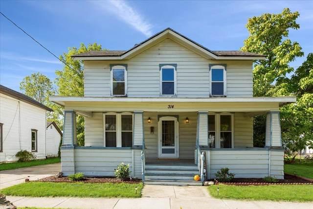 314 Center Ave, Janesville, WI 53545 (#1922204) :: HomeTeam4u