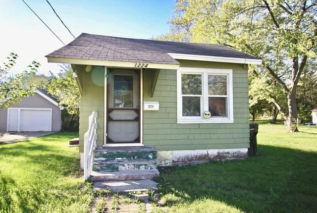 1224 Townline Ave, Beloit, WI 53511 (#1922489) :: Nicole Charles & Associates, Inc.