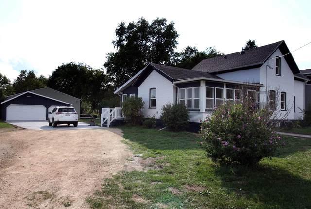 335 W School St, Columbus, WI 53925 (#371015) :: Nicole Charles & Associates, Inc.