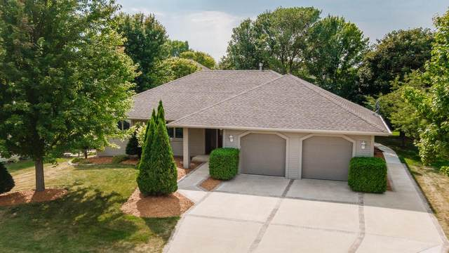 628 Carriage Hill Dr, Watertown, WI 53098 (#371039) :: Nicole Charles & Associates, Inc.