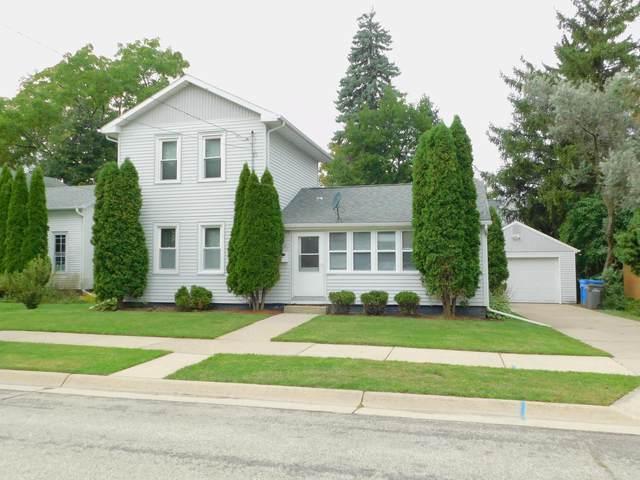506 S Sixth St, Watertown, WI 53094 (#371333) :: Nicole Charles & Associates, Inc.