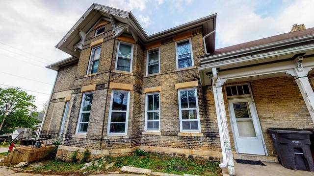 128-128 N Center Ave, Jefferson, WI 53549 (#374994) :: Nicole Charles & Associates, Inc.