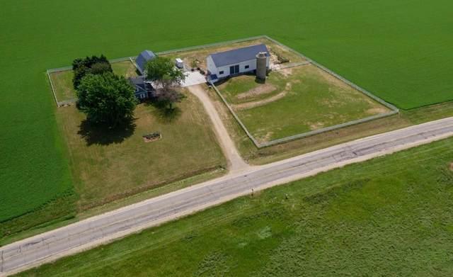 N5460 County Road W, Oak Grove, WI 53039 (#375395) :: Nicole Charles & Associates, Inc.