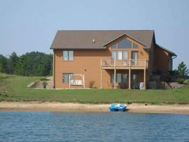N7424 Silver Canoe Ct, Germantown, WI 53950 (#1821250) :: Nicole Charles & Associates, Inc.