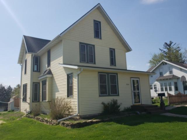 920 Ohio St, Darlington, WI 53530 (#1828242) :: Nicole Charles & Associates, Inc.