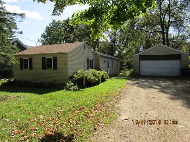 219 W Oshkosh St, Ripon, WI 54971 (#1869665) :: HomeTeam4u