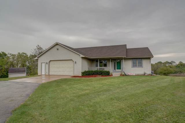 1033 Perry Center Rd, Perry, WI 53572 (#1869820) :: HomeTeam4u