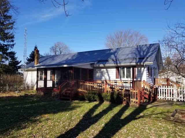 1201 Glenridge Ln, Elkhorn, WI 53121 (#1872072) :: HomeTeam4u