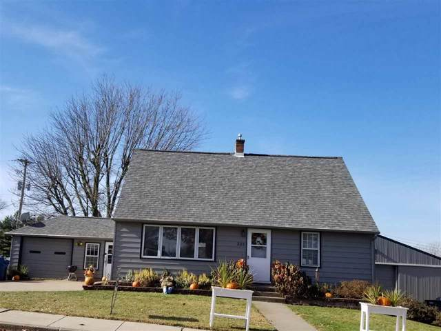 325 N Center St, Dickeyville, WI 53808 (#1872298) :: HomeTeam4u