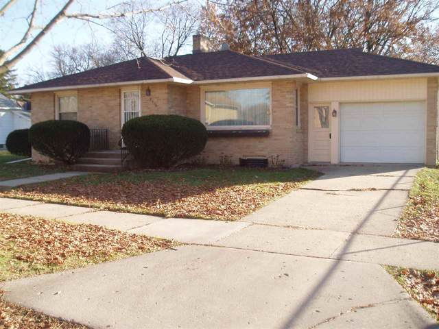 2016 15th St, Monroe, WI 53566 (#1873313) :: HomeTeam4u