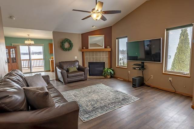 915 New Hampton Dr, Oregon, WI 53575 (#1876663) :: HomeTeam4u
