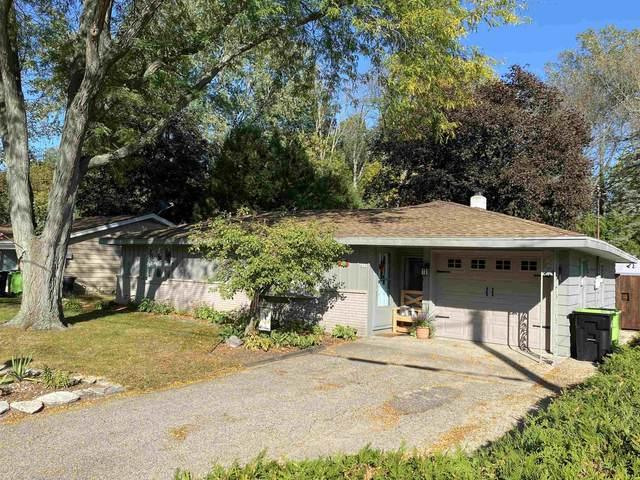 450 Walker Ave, Green Lake, WI 54941 (#1919252) :: RE/MAX Shine