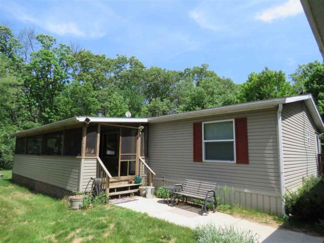 632 Oak Ln, New Chester, WI 53936 (#1824057) :: Nicole Charles & Associates, Inc.