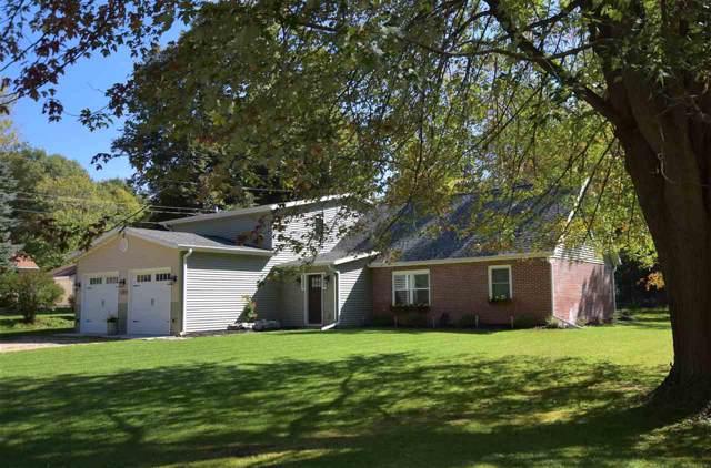 563 Sherwood Ln, Green Lake, WI 54941 (#1868182) :: Nicole Charles & Associates, Inc.
