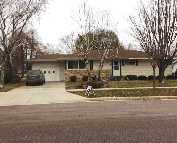 790 Center St, Prairie Du Sac, WI 53578 (#1870481) :: Nicole Charles & Associates, Inc.