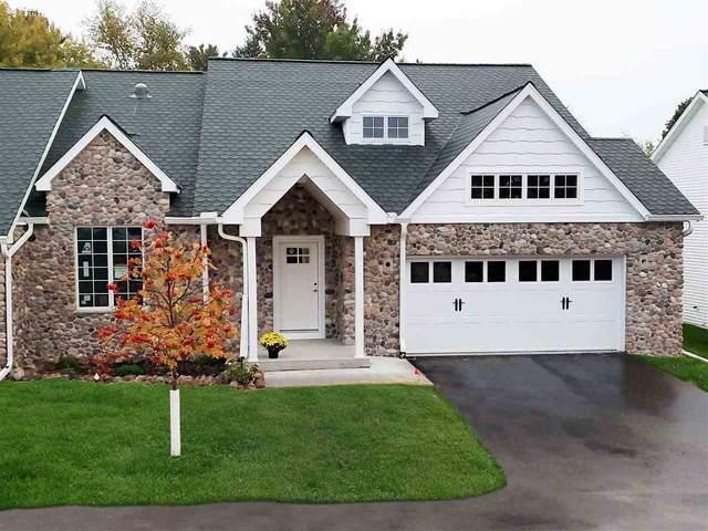 471 Golf Hill Ct, Green Lake, WI 54941 (#1870725) :: Nicole Charles & Associates, Inc.
