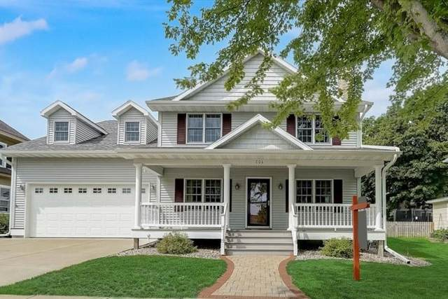 206 S 6th St, Mount Horeb, WI 53572 (#1915615) :: RE/MAX Shine