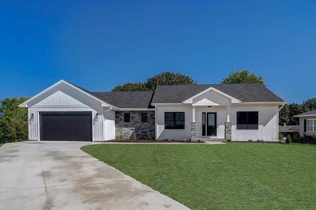 105 Brentwood Ct, Mount Horeb, WI 53572 (#1916243) :: RE/MAX Shine