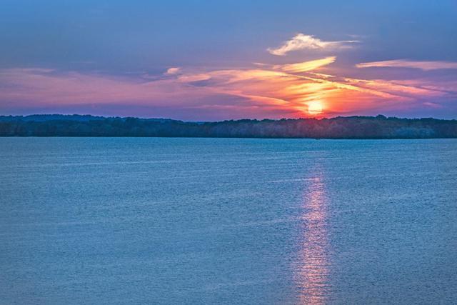 5604 Lake Edge Rd, Mcfarland, WI 53558 (#1822394) :: HomeTeam4u