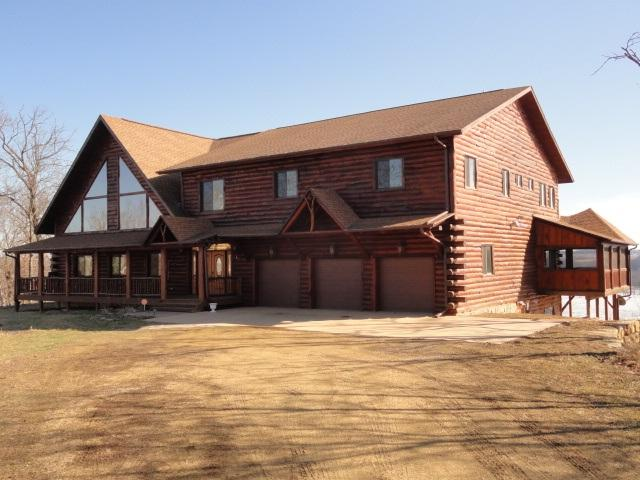 5106 Shamrock Ln, Waterloo, WI 53806 (#1794961) :: Nicole Charles & Associates, Inc.