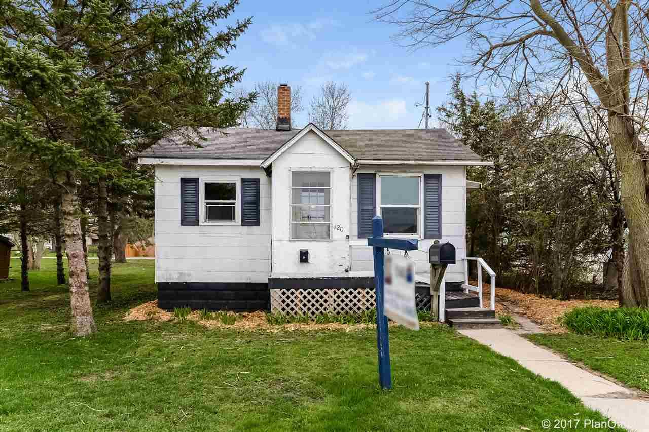 120 Brook St, Portage, WI 53901 (#1800744) :: HomeTeam4u