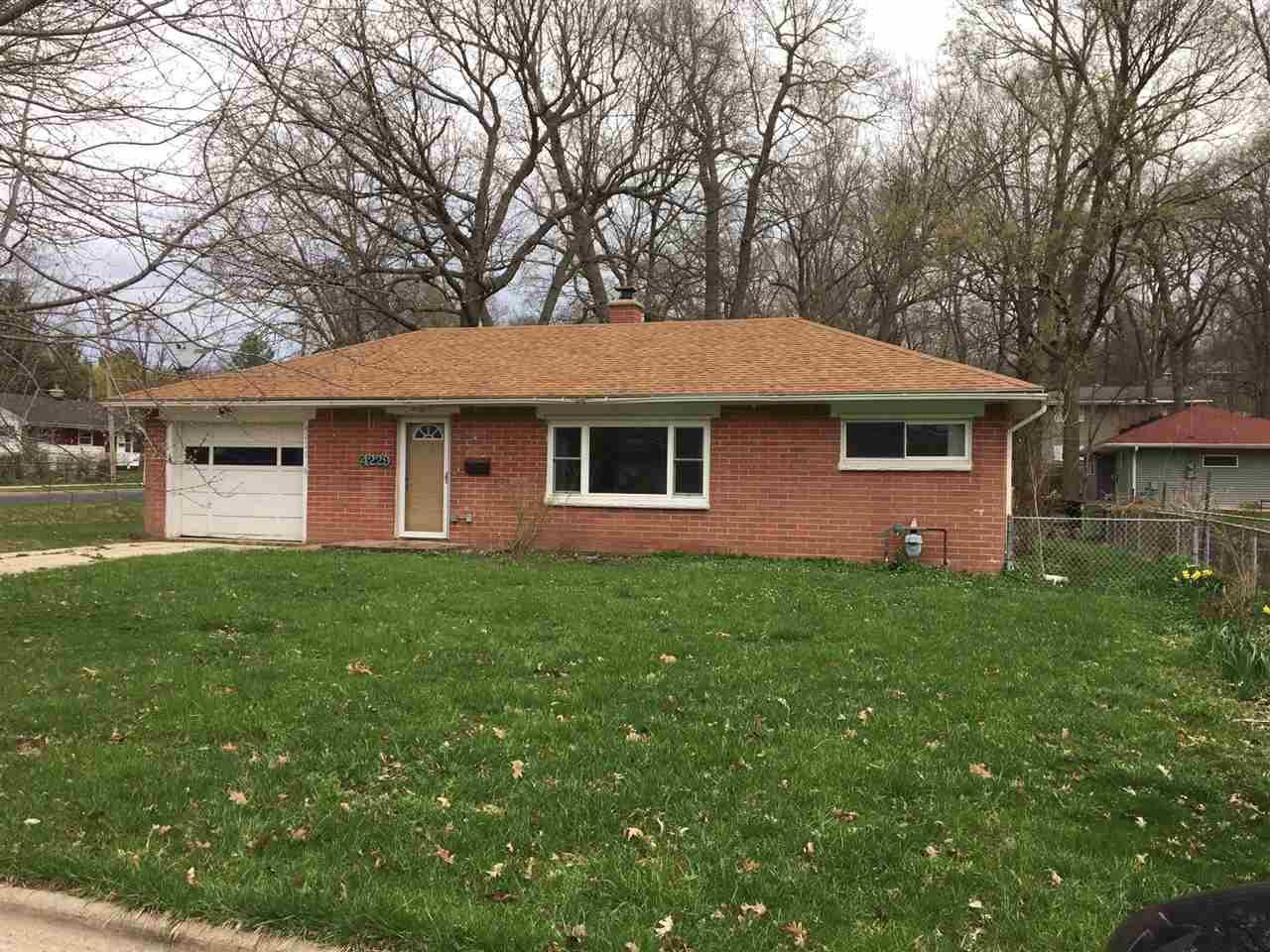 4229 Barby Ln, Madison, WI 53704 (#1800784) :: HomeTeam4u