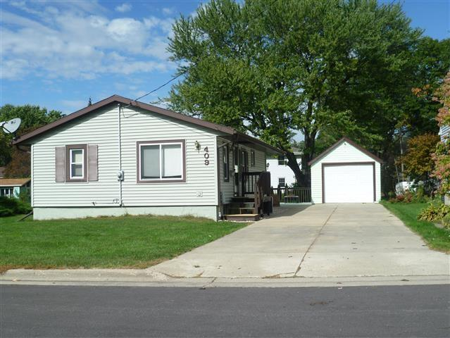 409 Lamboley Ave, Monona, WI 53716 (#1816312) :: HomeTeam4u
