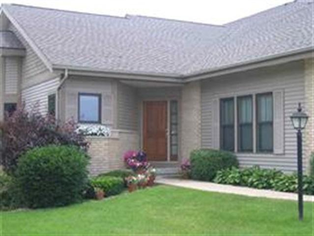 1043 Rooster Run, Middleton, WI 53562 (#1818299) :: Nicole Charles & Associates, Inc.