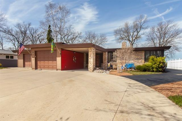 1012 Lake Shore Dr, Beaver Dam, WI 53916 (#1819216) :: Nicole Charles & Associates, Inc.