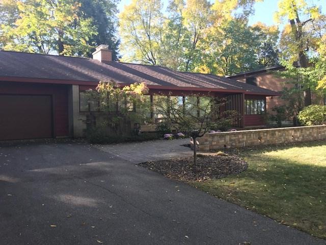916 Farwell Dr, Maple Bluff, WI 53704 (#1820115) :: HomeTeam4u