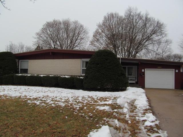 6803 Anderson Ave, Middleton, WI 53562 (#1820960) :: Nicole Charles & Associates, Inc.