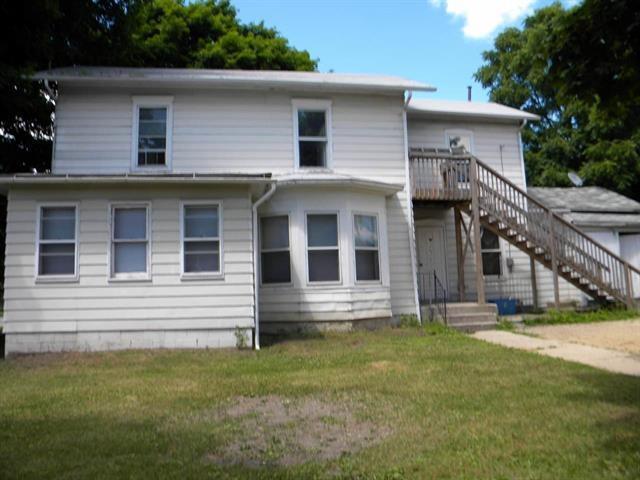 404 Milton Ave, Janesville, WI 53545 (#1821961) :: Nicole Charles & Associates, Inc.