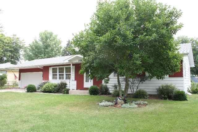 208 N Willard Ave, Janesville, WI 53548 (#1826796) :: Nicole Charles & Associates, Inc.