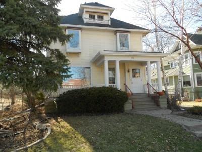 421 Linde St, Oshkosh, WI 54901 (#1828606) :: Nicole Charles & Associates, Inc.